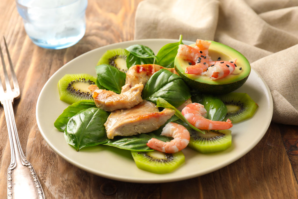 insalata-kiwi-avocado-gamberi