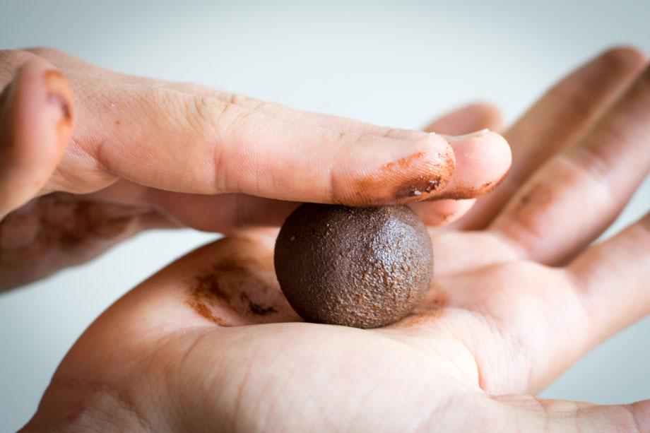 Tartufini al cioccolato e avocado