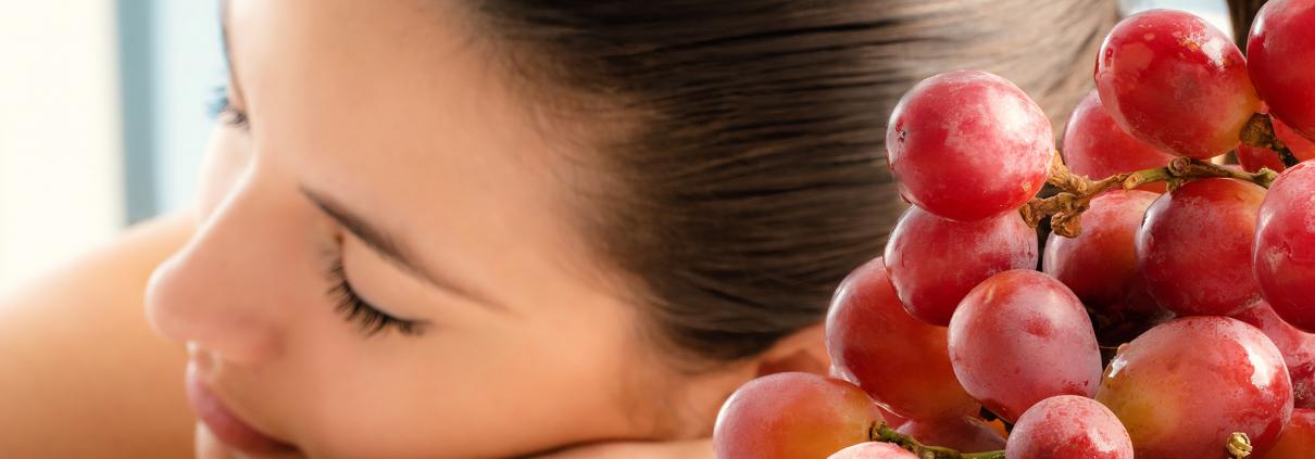 donna con uva rossa Battaglio
