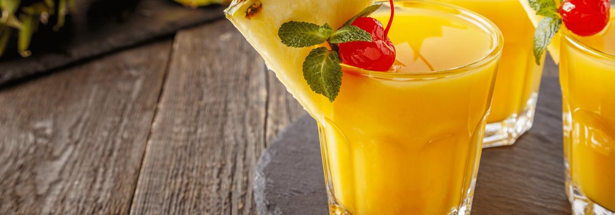 Drink tropicale con frutta